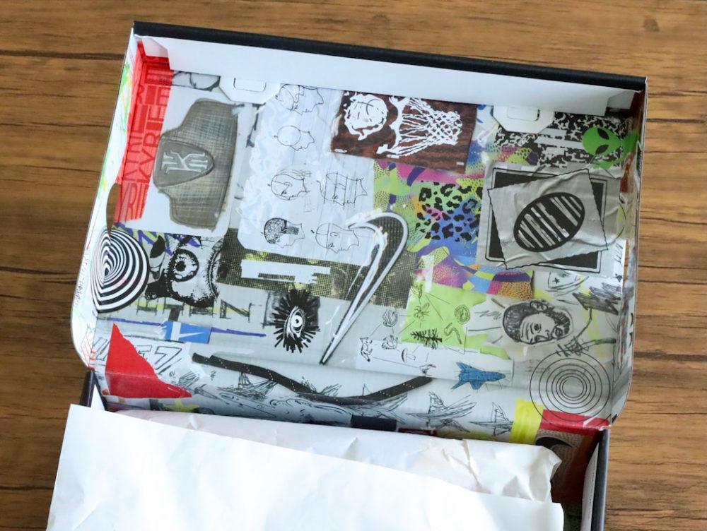 カイリー・アービングのシグネチャーモデルのバスケットボールシューズ「ナイキ カイリー7」のシューズボックス内側の画像