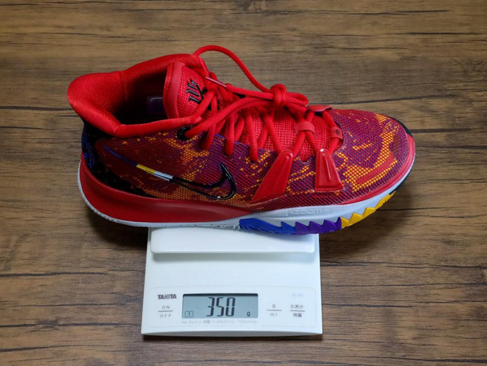 カイリー・アービングのシグネチャーモデルのバスケットボールシューズ「ナイキ カイリー7」の26cmの重さ